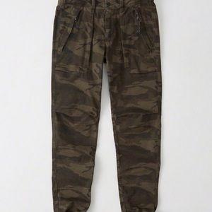 Abercrombie & Fitch Fatigue Paratrooper Pants